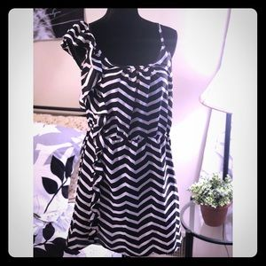 Dresses & Skirts - Cute Black and White Dress!